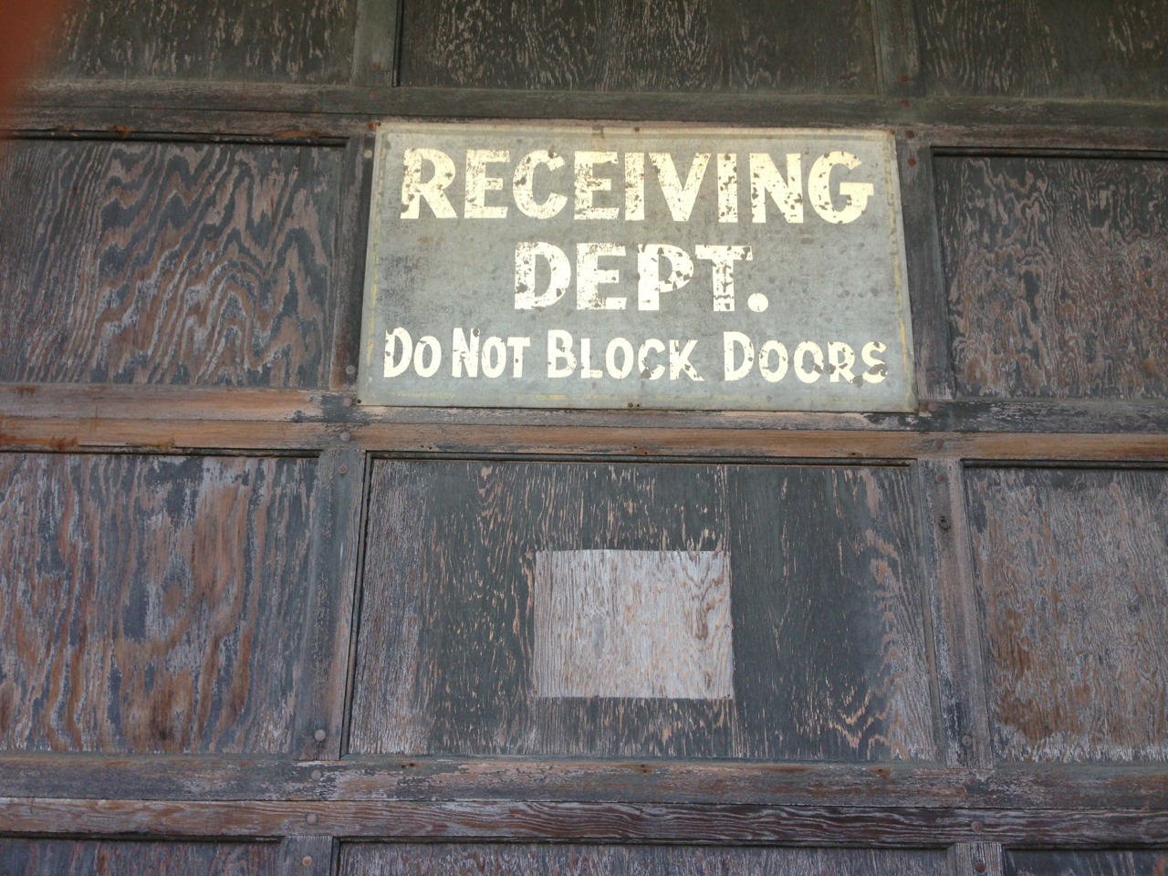 """RECEIVING DEPT. / DO NOT BLOCK DOORS"""