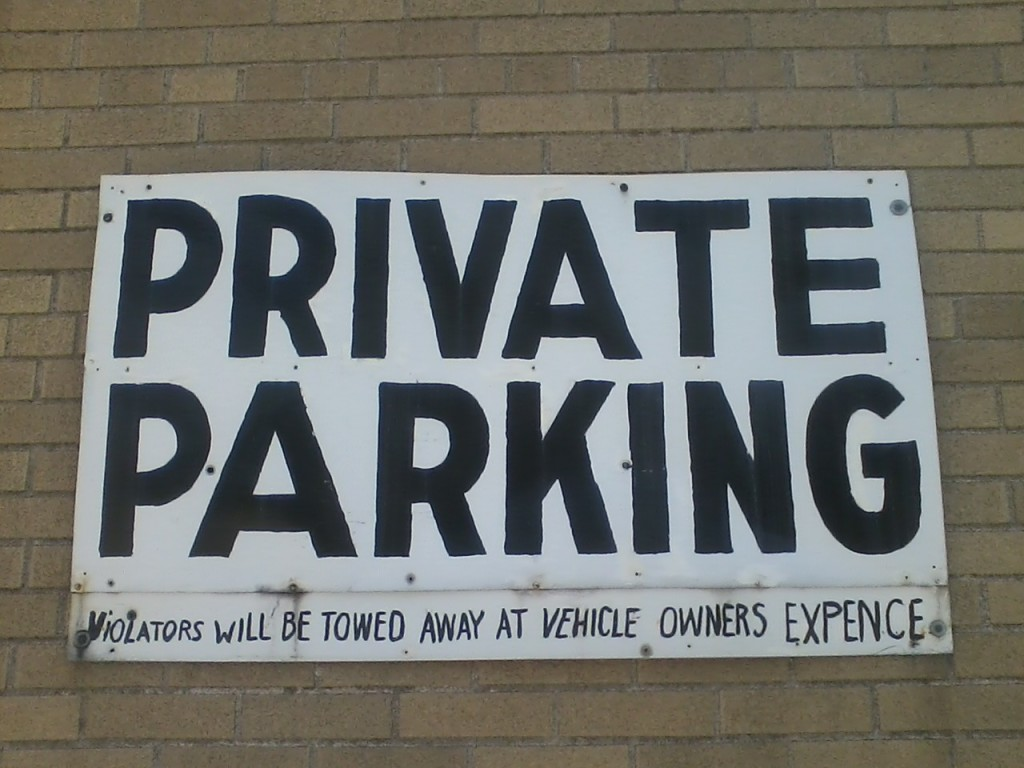 PRIVATE PARKING ViOLATORS WILL BE TOWED AWAY AT VEHICLE OWNERS EXPENCE""